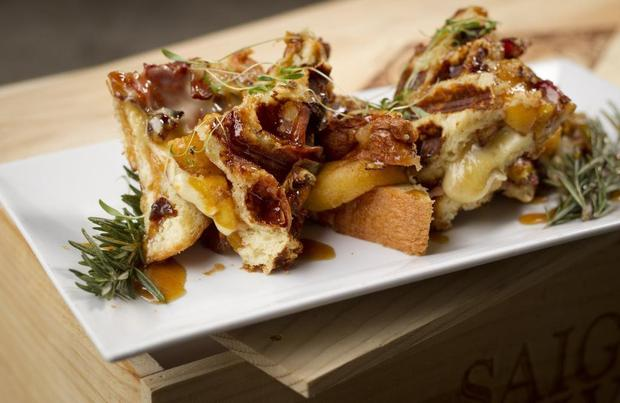 CARAMELIZED PEACH, CANDIED BACON AND BRIE GRILLED CHEESE WITH ROSEMARY-SHERRY-HONEY REDUCTION