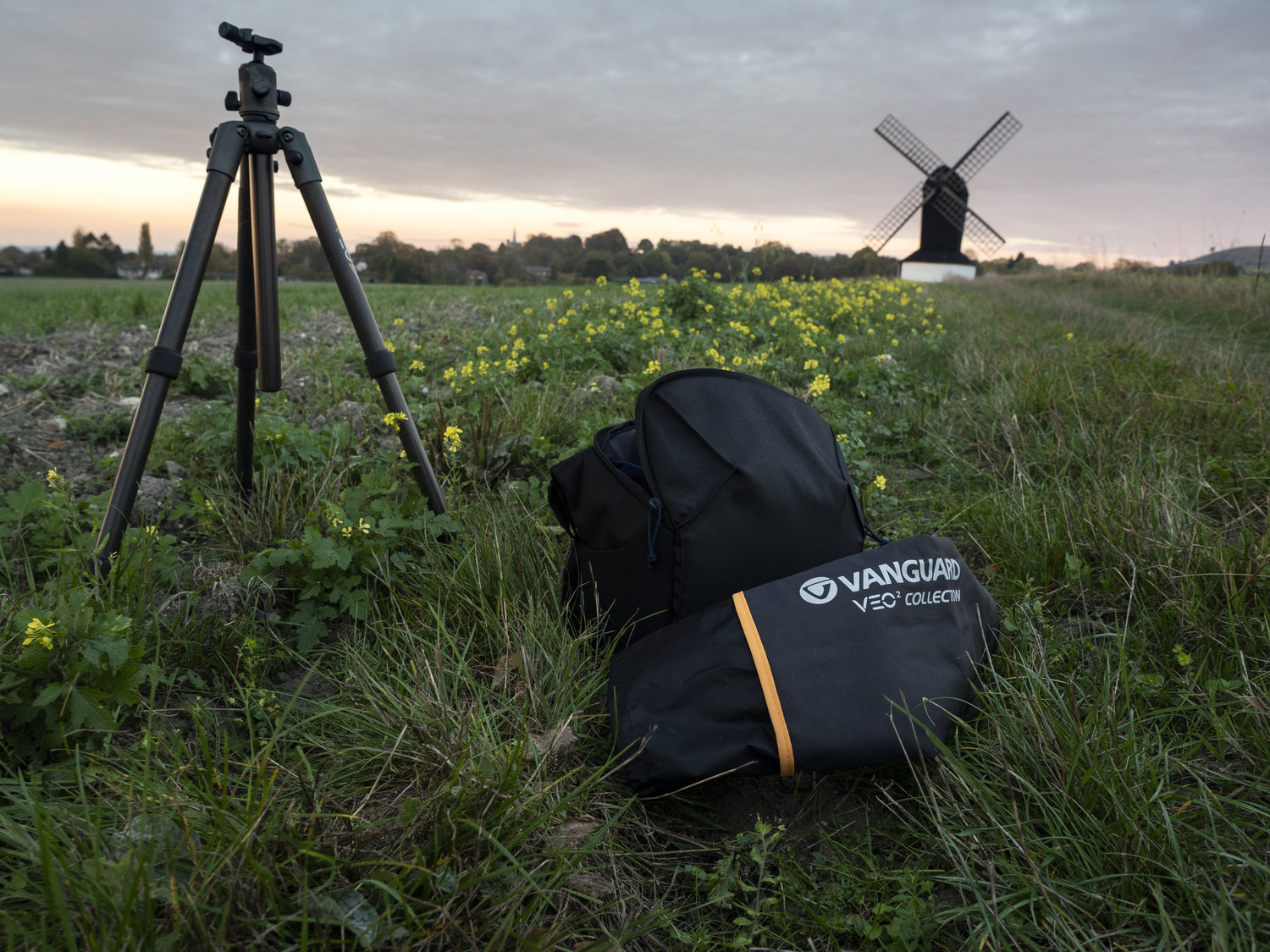 Vanguard Veo 2 265CB - Read an extensive review on the Vanguard Veo 2 265CB carbon fibre travel tripod. It's strengths and benefits to using the carbon fibre travel tripod which weighs a mere 1.3kg but extended to over 150cm!