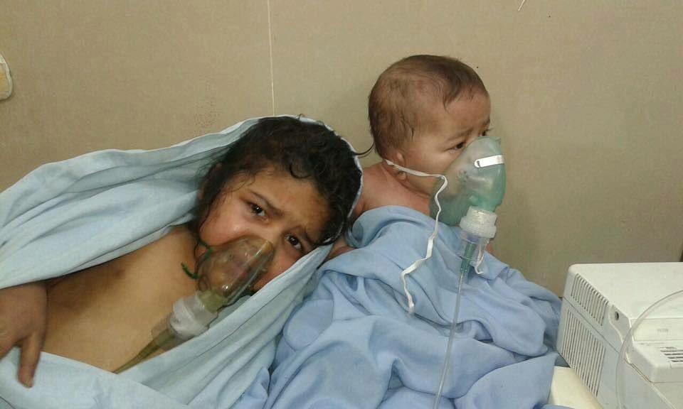 Kids+getting+oxygen+after+gas+attack.jpg