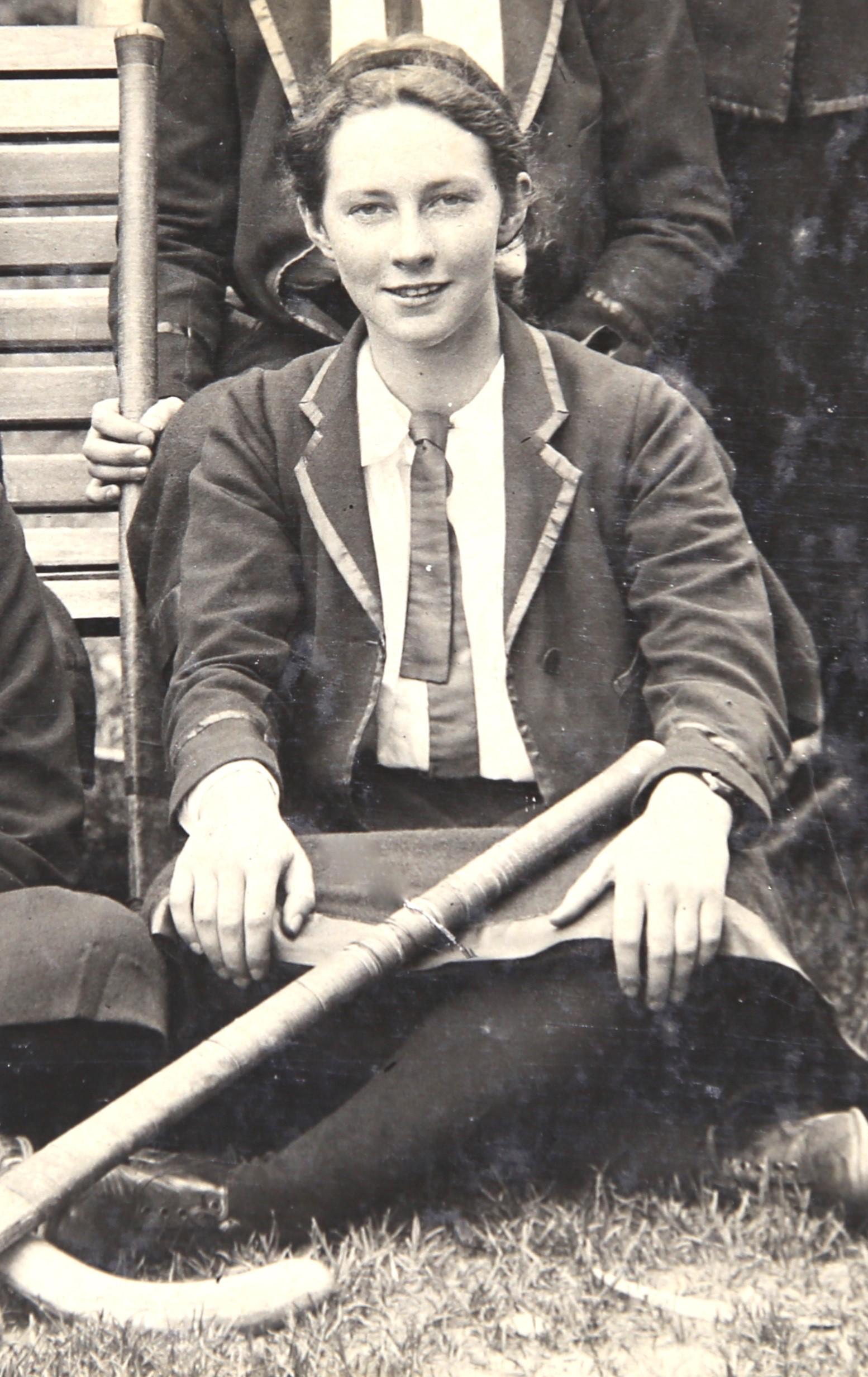 Ileen Macpherson, hockey team, Clyde School Archives, Image supplied by John Paull.