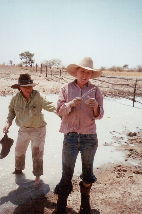 Flood fencing with friend Sarah Hawthorn at Anthony Lagoon Station, c. 2004, (Lisa left), image supplied.