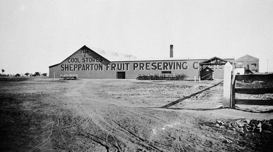 The Shepparton Fruit Preserving Co, circa 1930. Image: Museums Victoria:  https://collections.museumvictoria.com.au/articles/2317