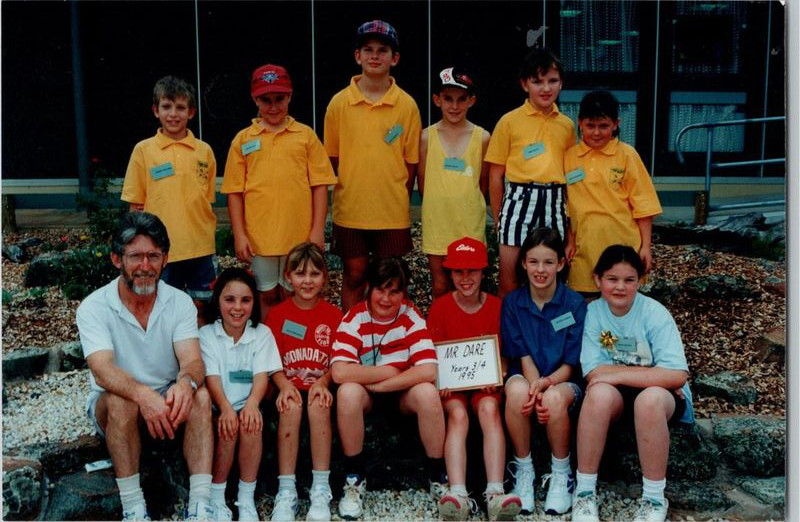 Alex (sitting next to her teacher, Ron Dare), with her School of the Air class (Port Augusta School of the Air, 1995). Image supplied: Alex Thomas