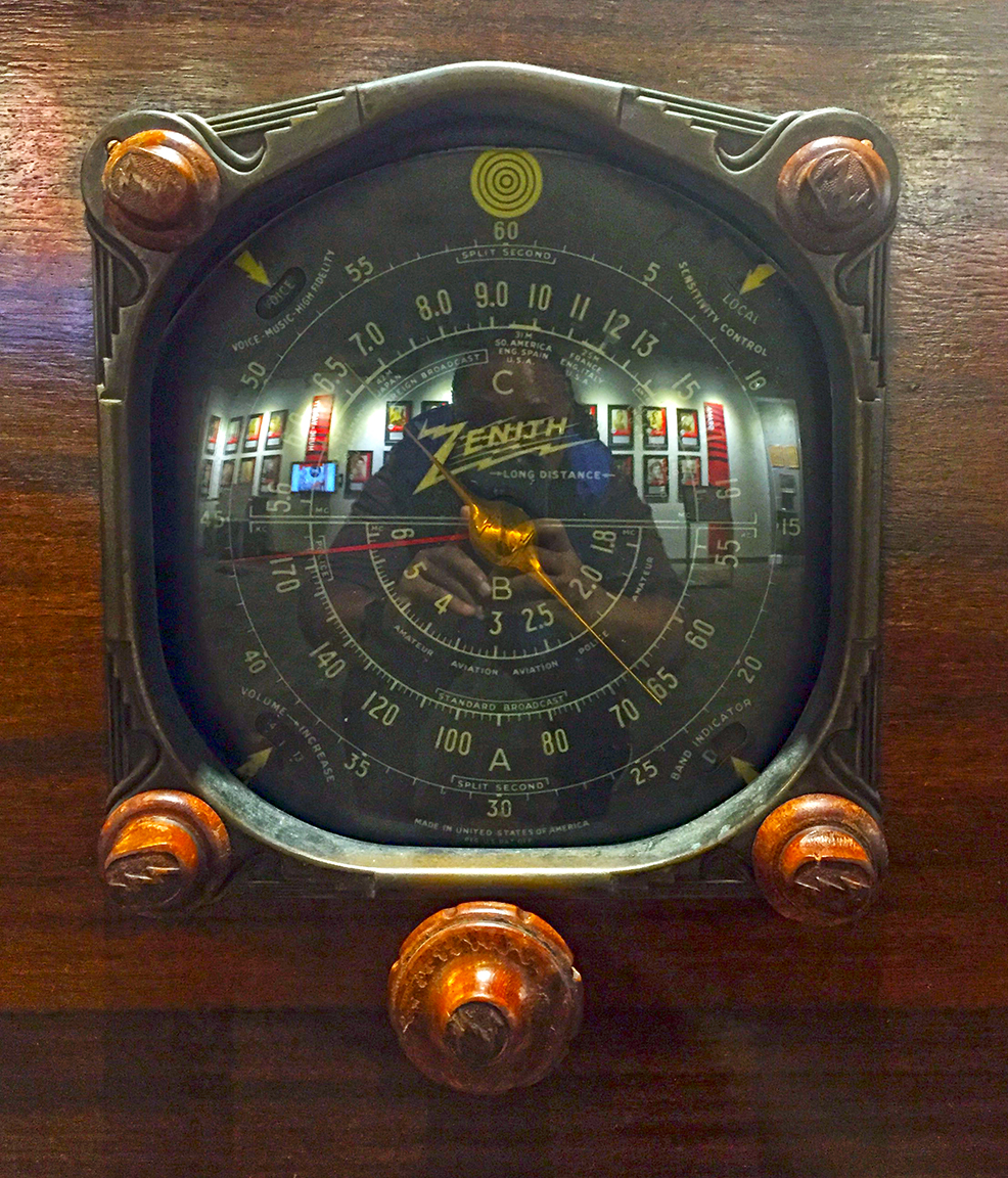 Vintage TV & Radio: Classic Design, Logos & Type — VVD BLK