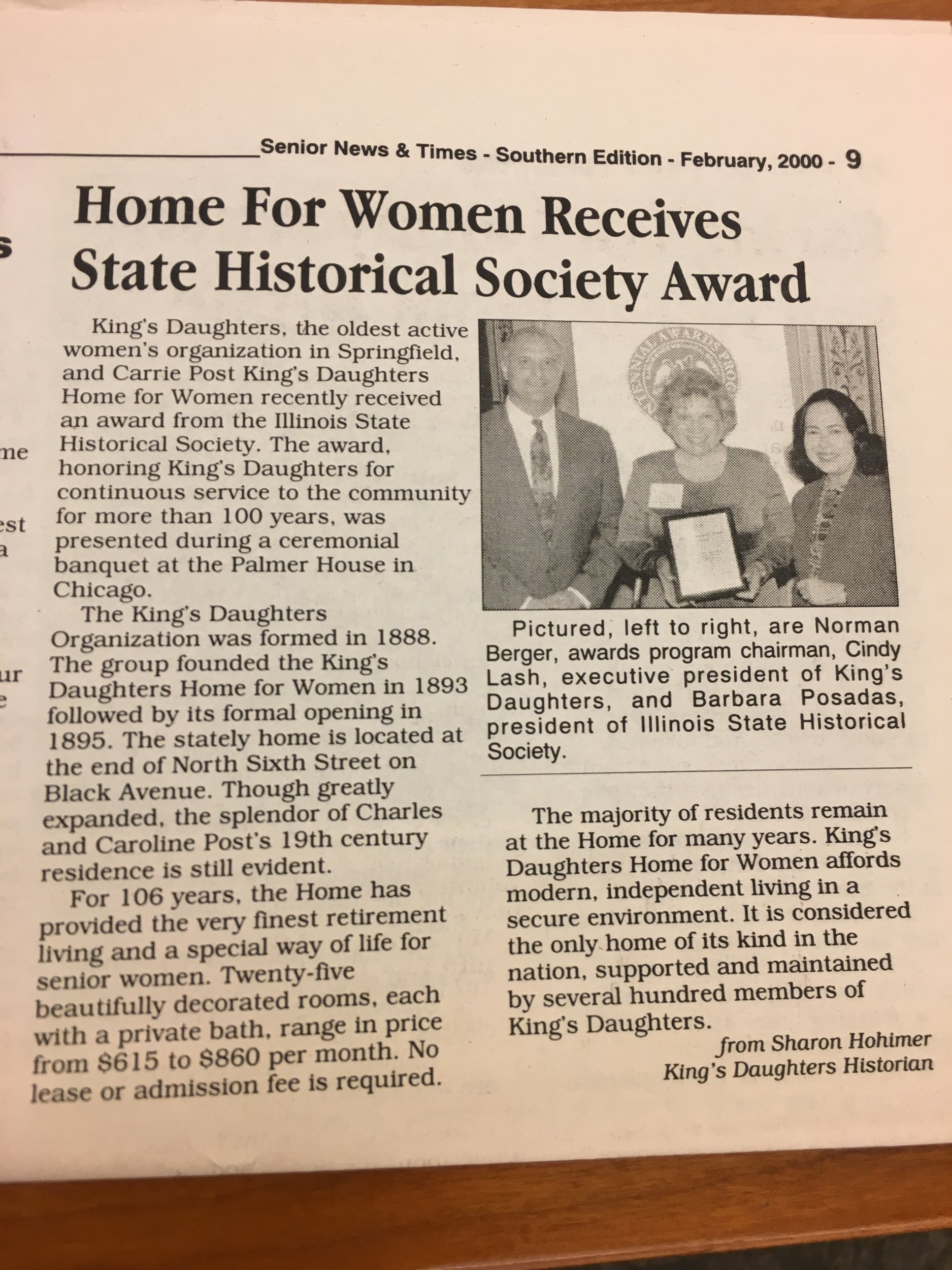 2000receiveshistoricaward.jpg
