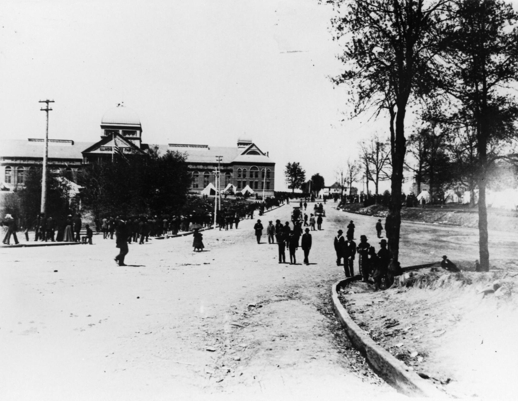 91-568002 SVC-LL Exposition building - Circa 1895.jpg