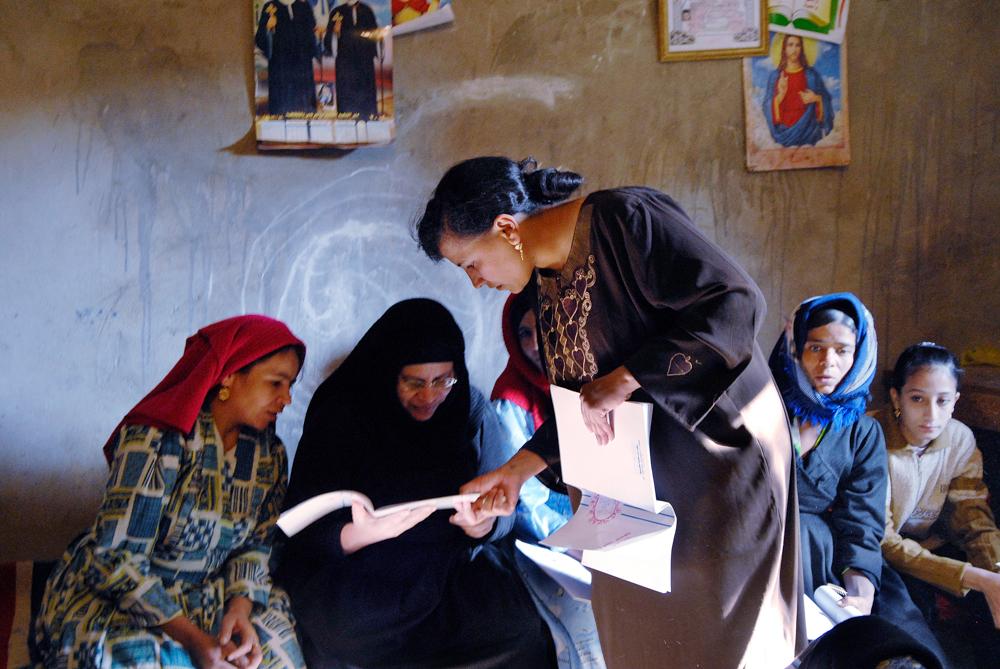 002_Egypt_Deir_Al_Barsha_Literacy_Class_byClaudiaWiens-2.jpg