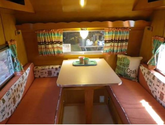 RV Rental Ameneties - -King bed-Propane Stove-Portable toilet-Refridgerator-Dining Table-Dishes, pots, pans, glasses, etc.-Bed linens and pillows-Towels-2 camping chairs-Electrical hook-up and auxiliary battery-Flashlight
