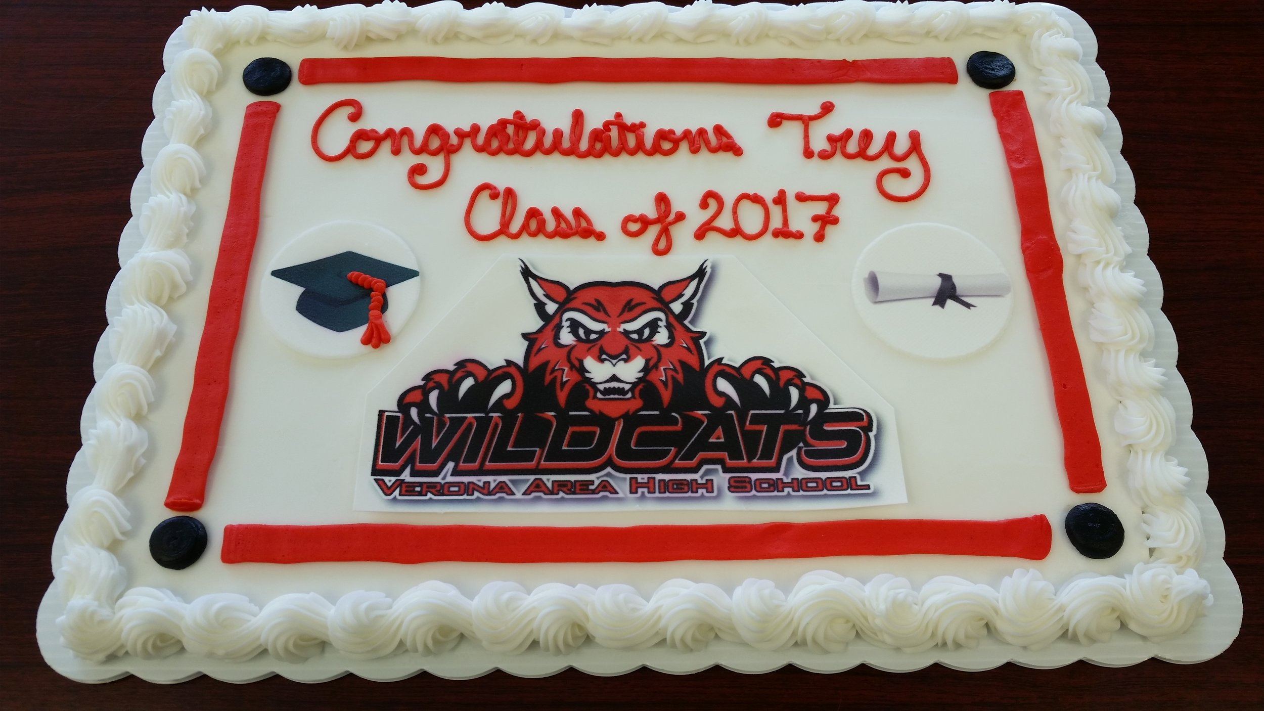 Verona Wildcat with cap and diploma edible images