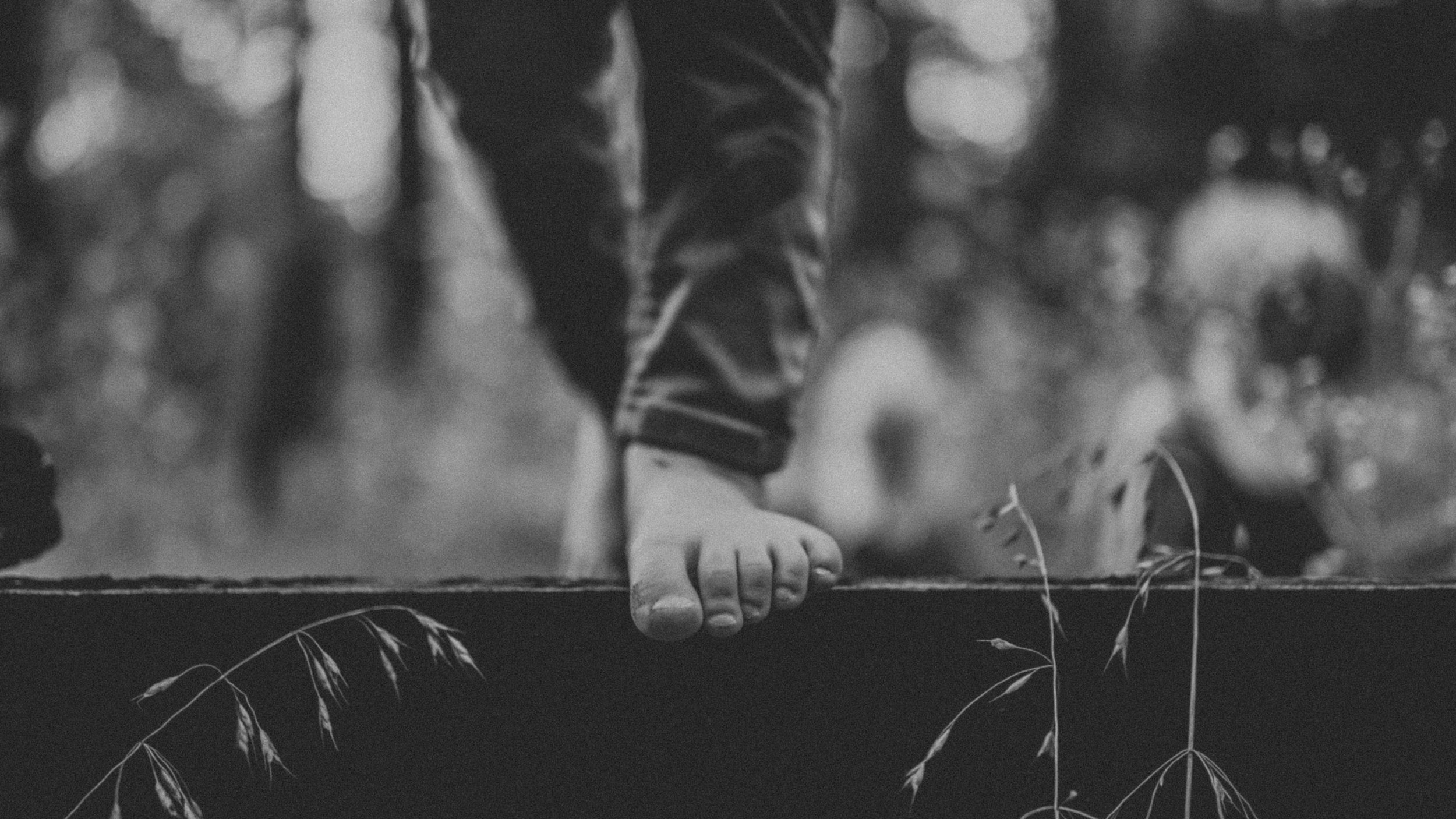 outdoors-barefoot-hippie-photography
