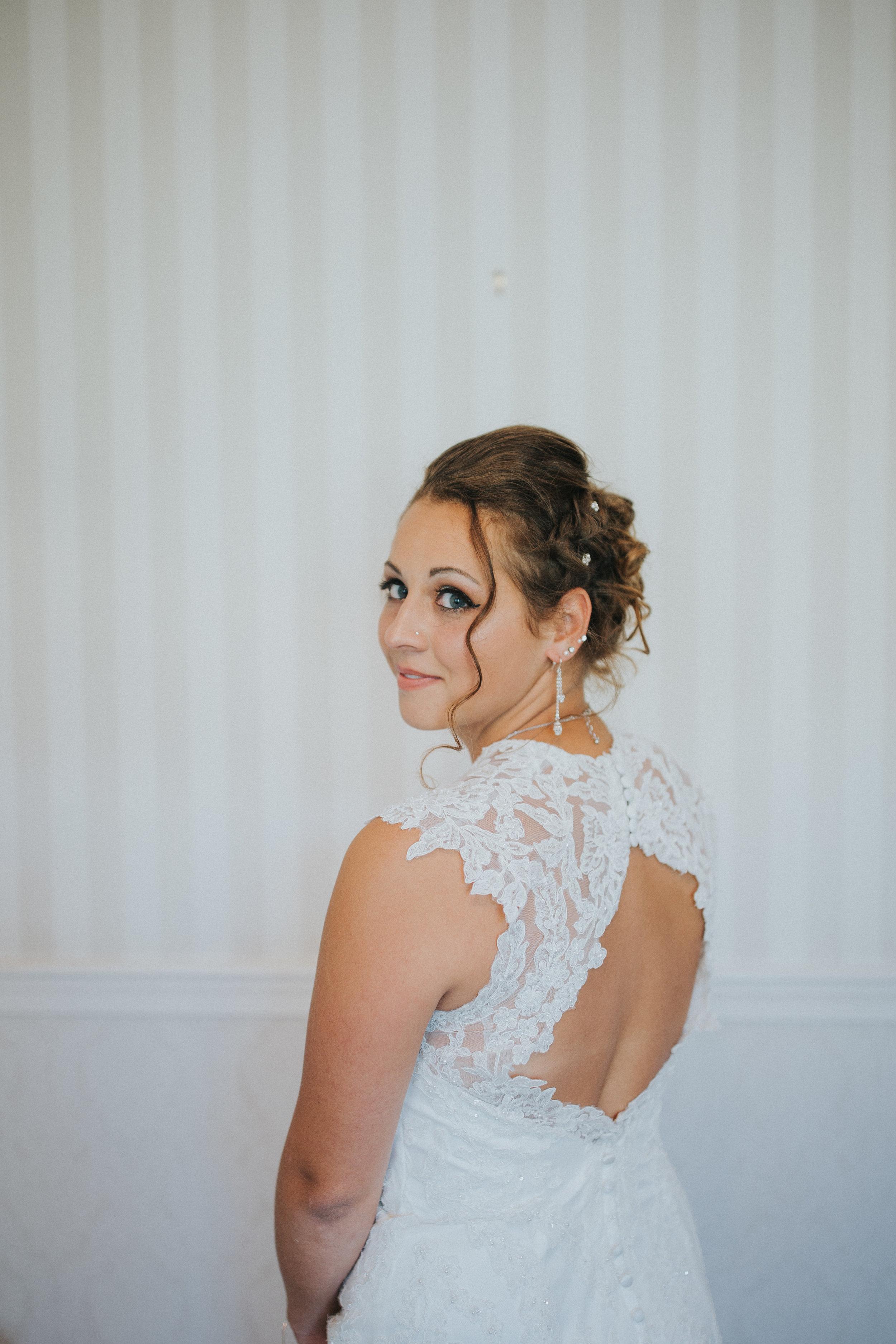 bride-farm-wedding-white-lace
