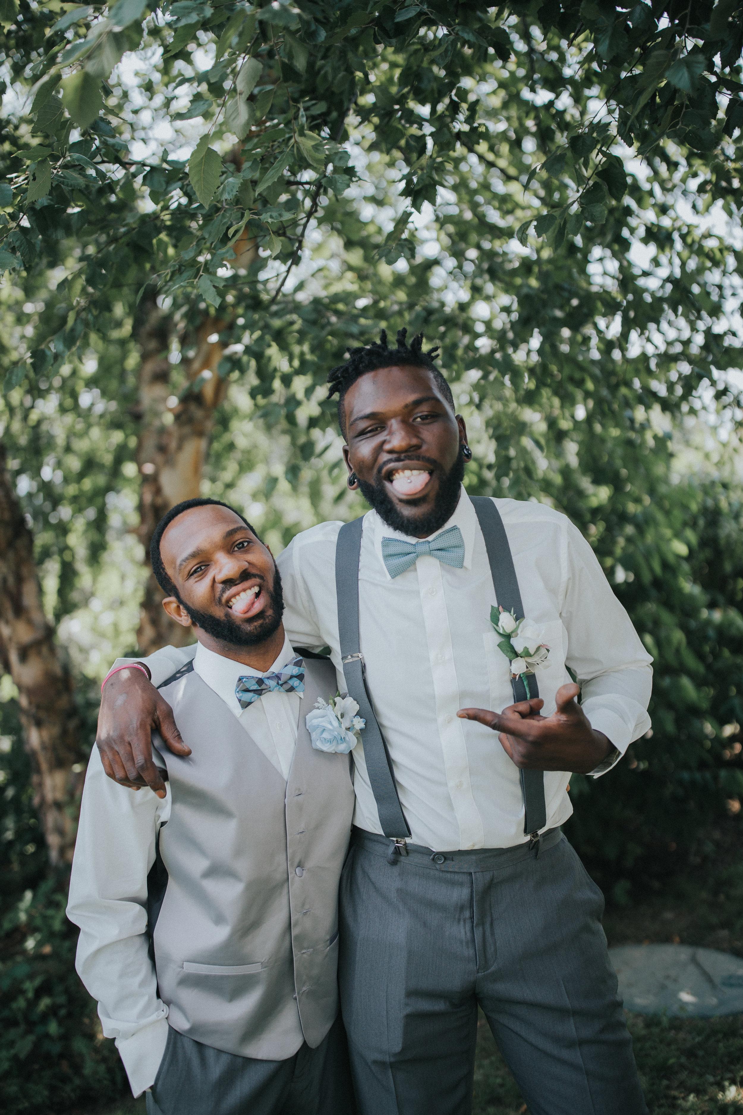 farm-wedding-september-groomsmen