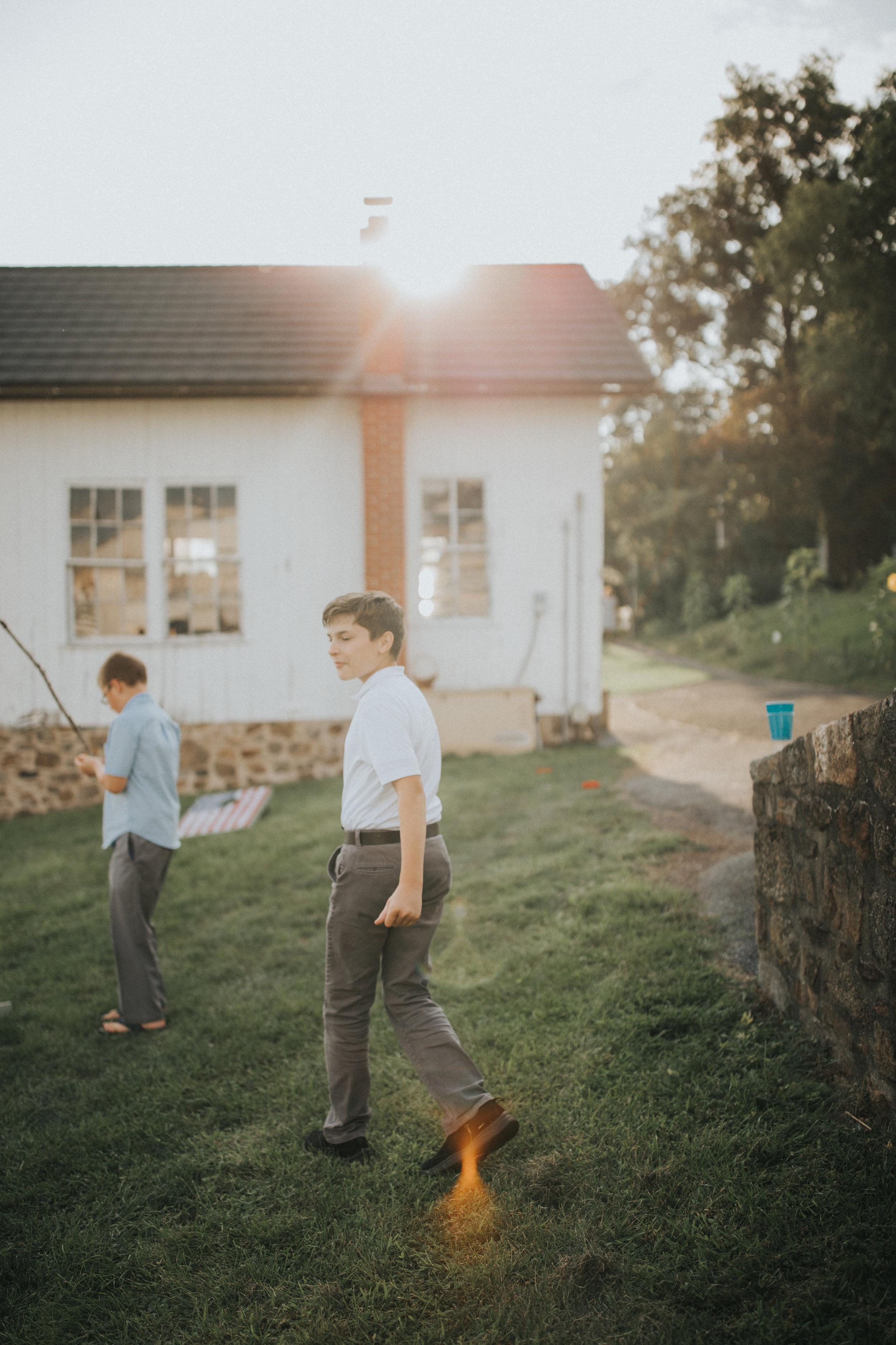 cocktail-hour-farm-wedding
