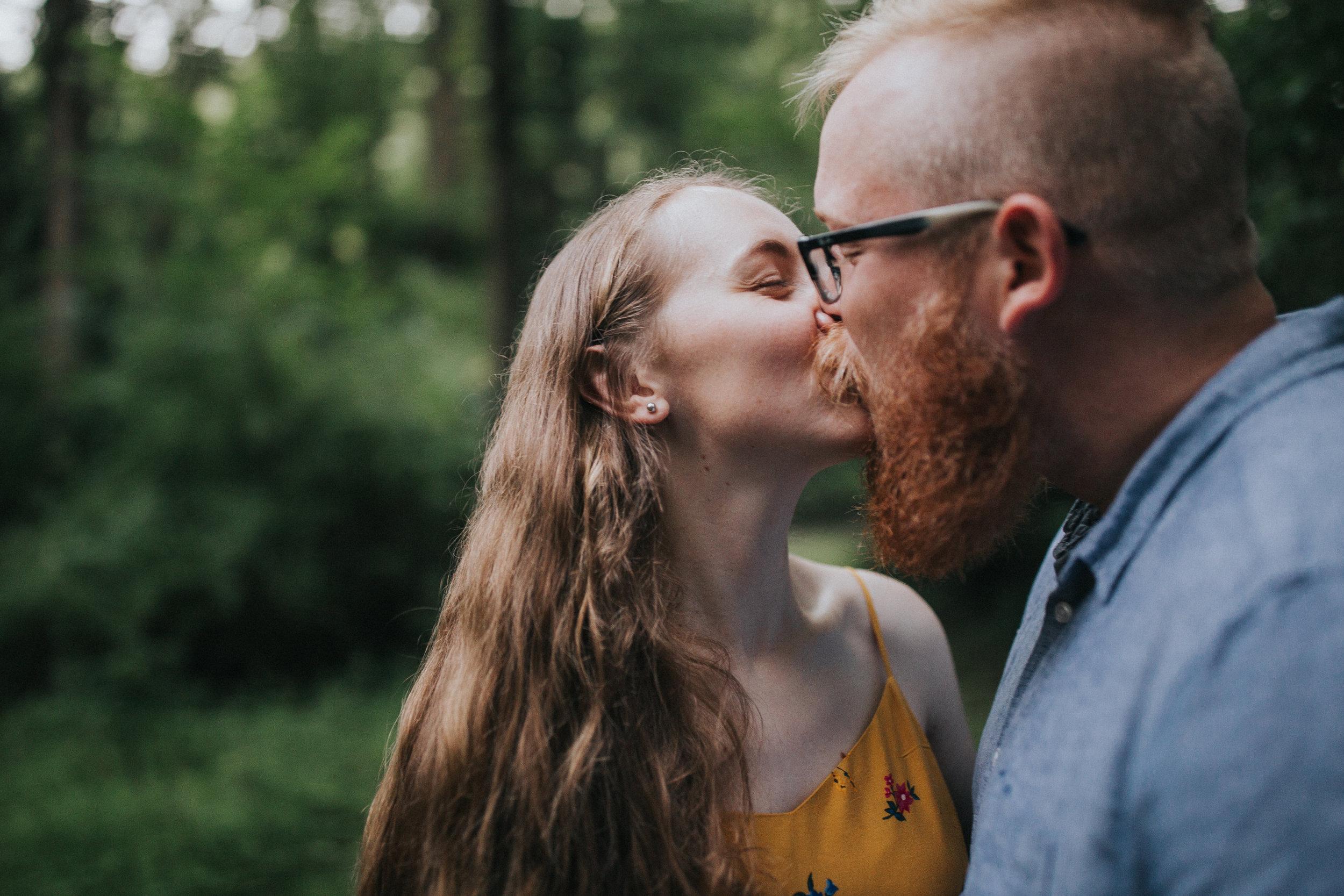 kiss-couple