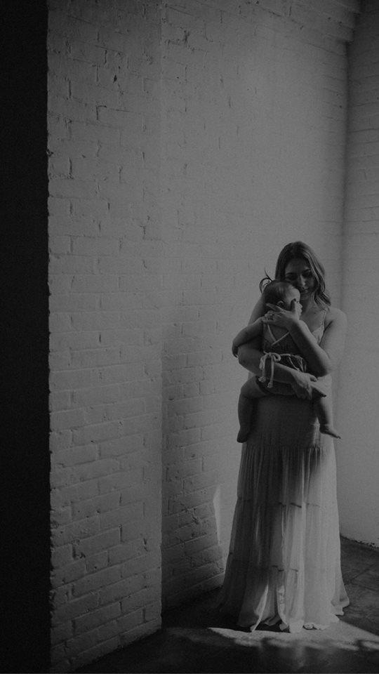 photographer-photos-family-mother-newborn-boston-ny-sunset
