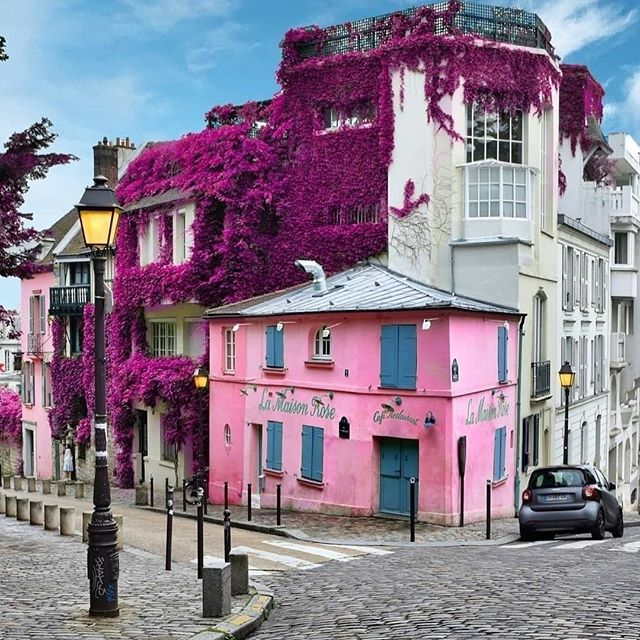 #RANDOMFAVESAVES | Parlez-vous français? Je parle un peu! I have always been fascinated with architecture, especially in metropolitan cities. France holds many, as does equally gorgeous countries throughout the world. Paris is still one of my favorite visual cities. This shot of Montmartre is proof! Maybe I have the travel bug, but all I can think about is where I should go next. There is so much world to see, and we all occupy just one small corner of it. (@momentsofgregory)  Have you been to Paris 🥖🇫🇷? What did you think of the city? Let me know in the comments.