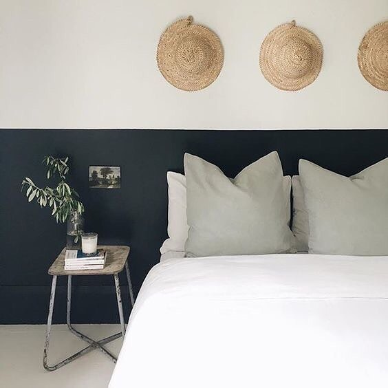 Love the simplicity and organic feel of this bedroom. Less is more- happy Sunday #lessismore #simplicity #organic #natural #happysunday #repost #interiordesign #winteriorconcepts #hk #inspiration #aesthetic #interiordesigner #interior4all #designer #decoration #deco #texture