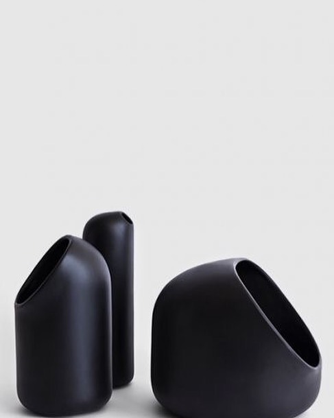 Love these organic ceramic vessels in black- sophistication at it's best photocredit @kann_design #ceramics #lessismore #french #france #black #interiordesign #winteriorconcepts #hk #inspiration #aesthetic #interiordesigner #interior4all #designer #decoration #deco #texture
