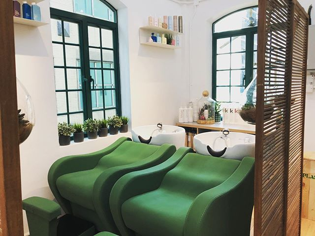 Love the new shampoo area @lovehairhk - chairs are soo comfy and the head massages are to die for #lovehairhk #salon #hair #kevinmurphy #interiordesign #winteriorconcepts #hk #inspiration #aesthetic #interiordesigner #interior4all #designer #decoration #deco #texture