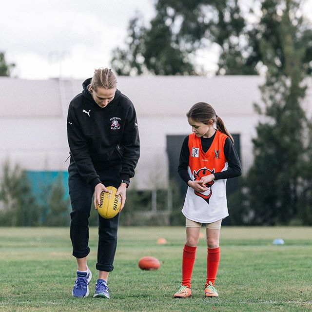 Our Futures Skills Development program aims to improve junior girls aged 13 and below. Spend the day being coach by @aflwomens players from clubs such as @melbourneaflw @bulldogsw @collingwood_fcw @northaflw ⁣🌟🏉 ⠀⠀⠀⠀⠀⠀⠀⠀⠀ Find out more at https://www.girlsfooty.com.au/register/futures-skills⁣⠀