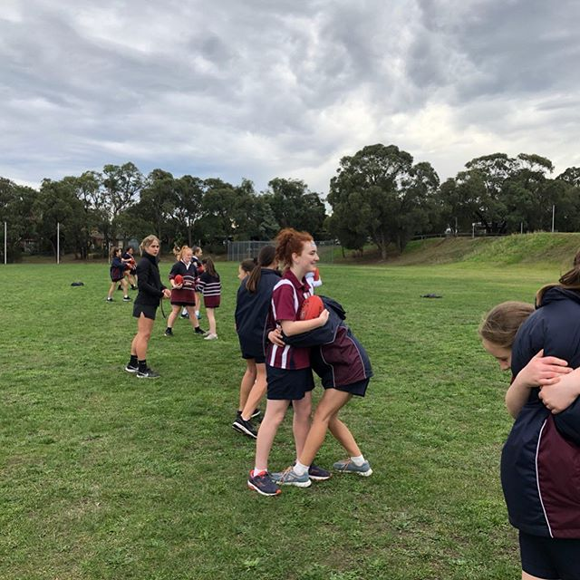 Session 2 at Heathmont College focused on kicking, tackling, spoiling and developing basics game sense. It was great to see the girls improve and enjoy their football 🌟🏈