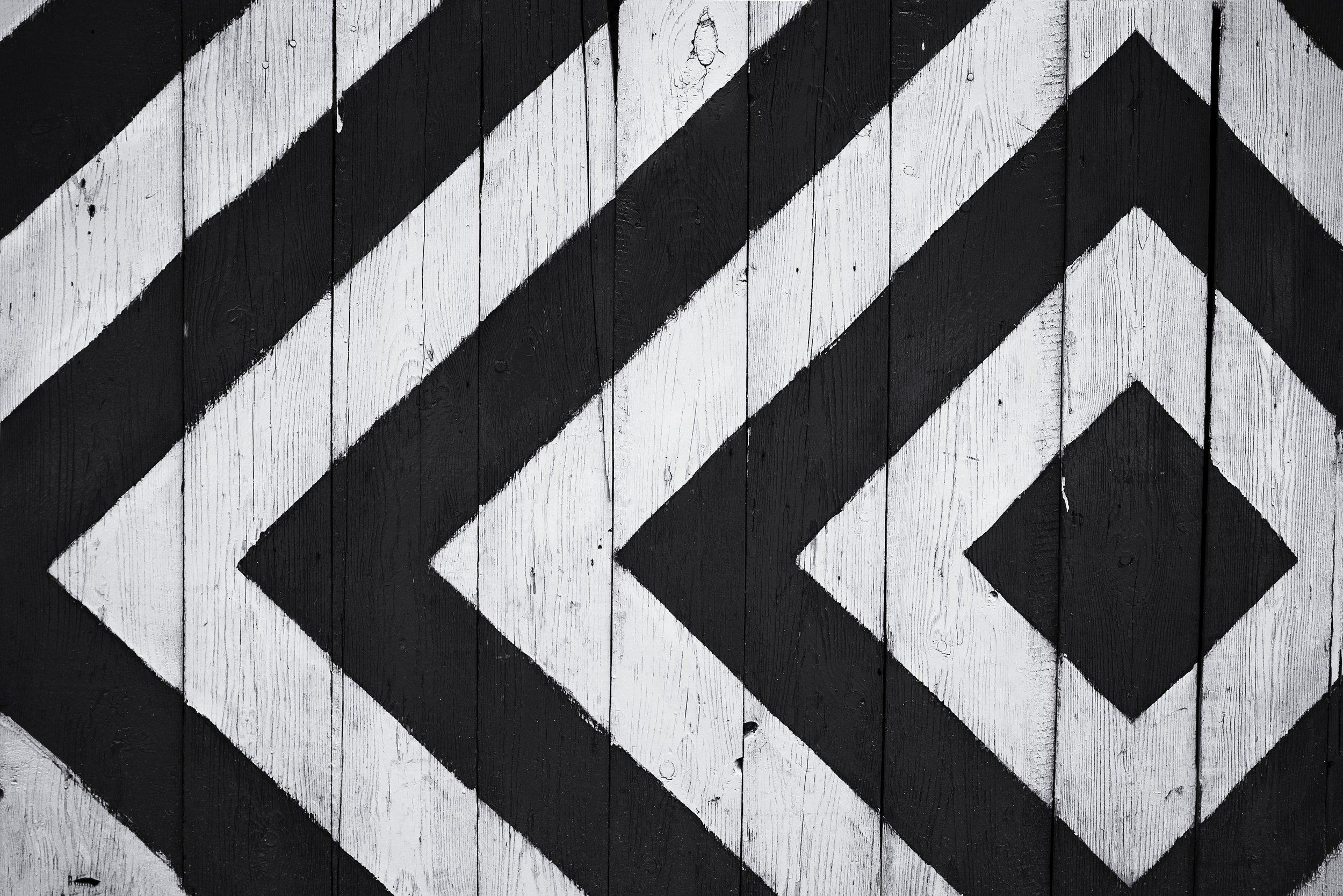background-black-and-white-design-963278.jpg