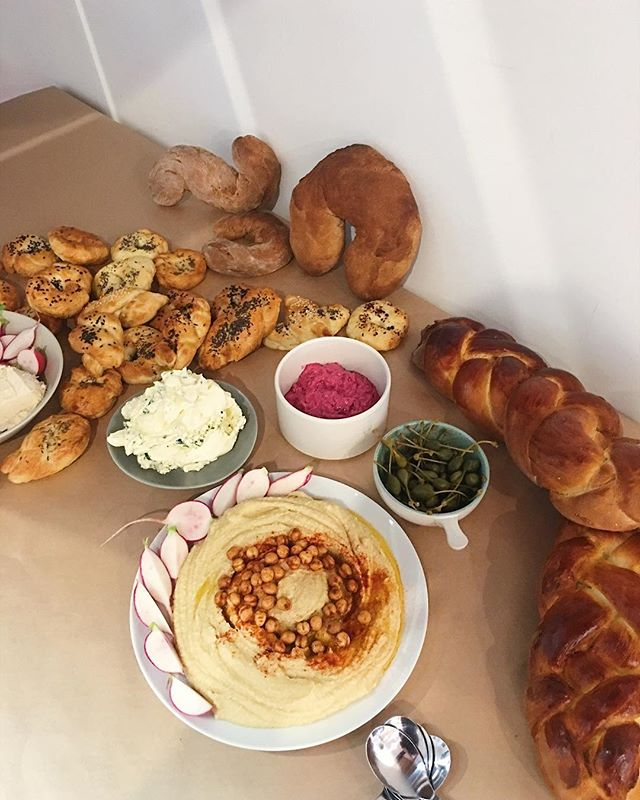 Fun 'Bread Spread' a few weeks back @the.third.quarter  Playing with shape and form with Challah Bread, Bagels & Rye 🥖🥯🍞 #yesjoyyes #yesjoy #art #catering