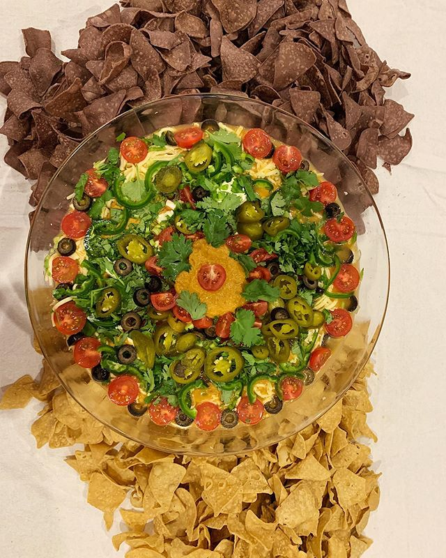 Do you even dip?  This is a giant bowl of 7-layer Mexican Dip recipe via @vice ~ includes blacked salsa, black beans, refried beans & Goya Saźon 💃🏻 #yesjoyyes #catering #foodartfun #gathereatcelebrate
