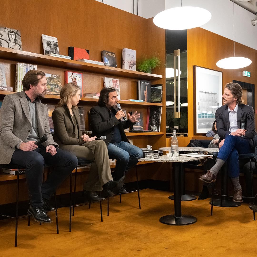 """Mardi 8 janvier - Pour commencer l'année 2019, nous avons abordé la relation homme-machine :- André Manoukian, l'auteur-compositeur est le fondateur de la société Muzeek, un outil qui emploie l'IA pour la composition musicale- Julie de Pimodan, nommée dans les 50 femmes les plus influentes de la tech, cette ancienne de Google a fondé Fluicity, plateforme de participation citoyenne- Rasmus Michau, co-fondateur de The Bureau, et co-auteur du livre """"Les robots n'auront pas notre peau"""" (Dunod)"""