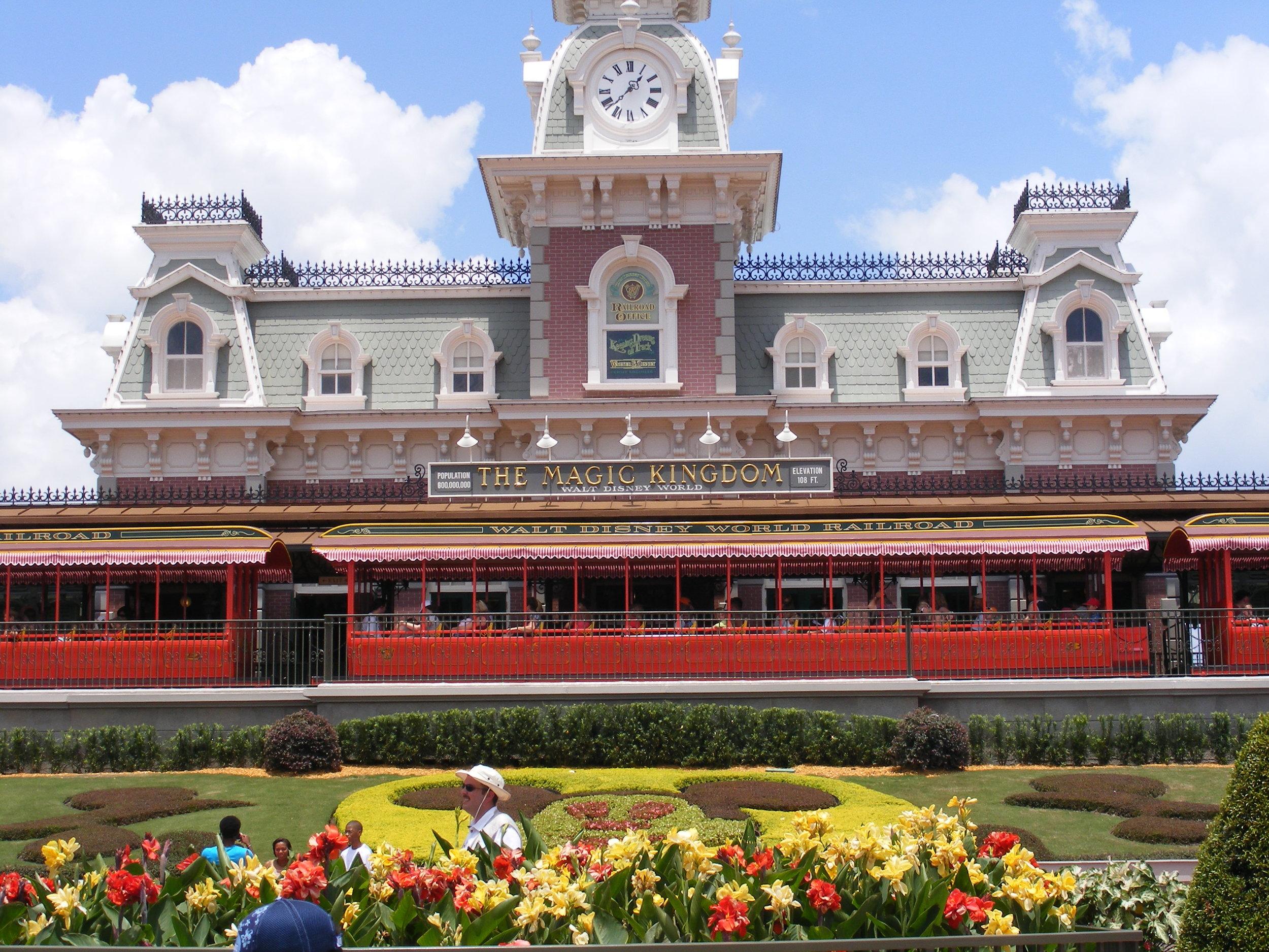 Walt Disney World Railroad, Magic Kingdom