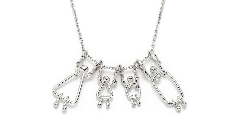 collier avec 4 breloques - prix de gros : 64.80$prix de détail suggéré : 108$