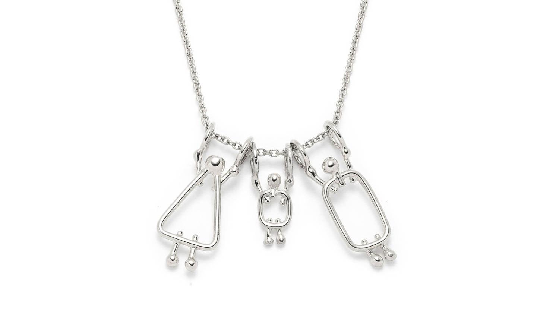 collier avec 3 breloques - prix de gros : 52.80$prix de détail suggéré : 88$