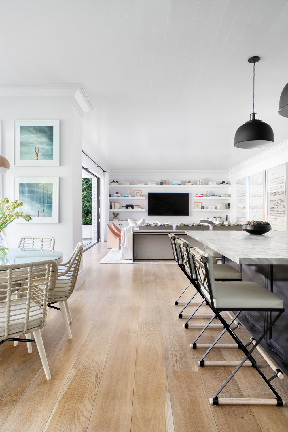 19.+Los+Angeles,+Pacific+Palisades+by+Chango+&+Co.+-+.Kitchen+to+Family+Room.jpg