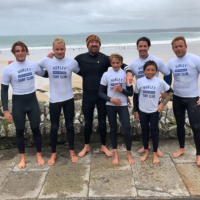 Such a fun @hurley @hurleysurfclub_eu session today with this crew! We've just pencilled in a couple more sessions in October - so hit the link in my bio and register to take part. It's free and it will improve your surfing ... easy! Today the rain squalls stopped the filming - so I had to jump in the waves with these guys and coach from the water ... I'm still not 100% sure what coaching technique is more effective - sometimes it's actually really helpful to be right there in the water, giving immediate, real-time feedback, and occasionally leading by example ... 😉... but clearly video analysis is an incredible tool too. Maybe the ideal is to do both ... be in the water AND have someone film the session , which is then analysed afterwards ... thanks @newquayactivitycentre for the last minute facilities - really appreciated 👍... anyway ... have a great Sunday, and maybe see you at one of these sessions 😘🏄🏼‍♂️🤙 now it's time for a Sunday roast!