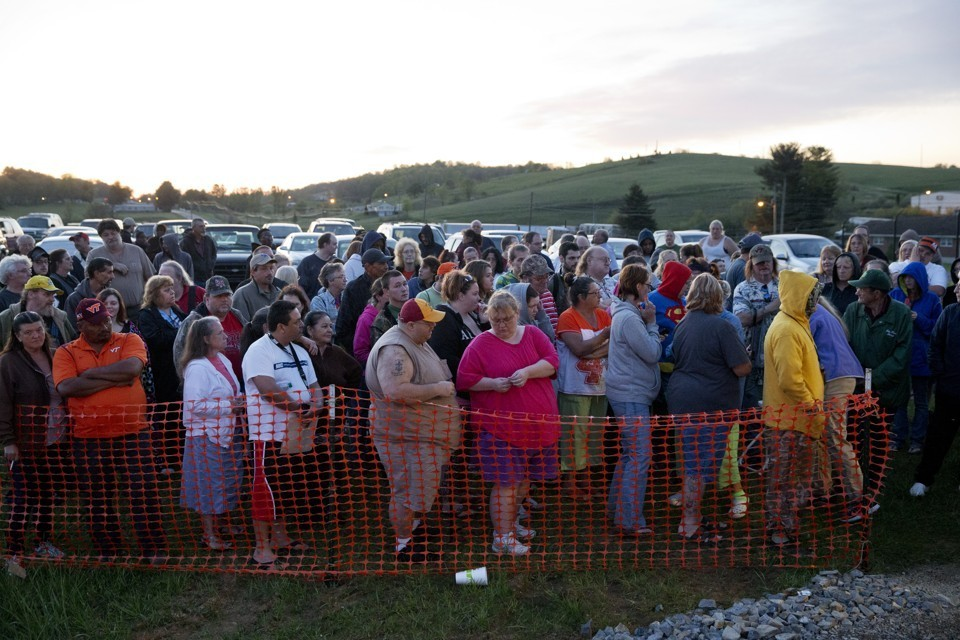 Hundreds of people line up in the early morning to attend a free health clinic in Virginia. - 2016