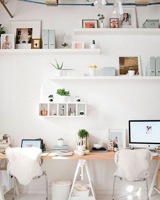 Sharing is caring! Why not work with a buddy? - This workspace shows how to perfectly integrate two desk spaces into one beautifully styled area.Image via Workspace Goals on Pinterest.