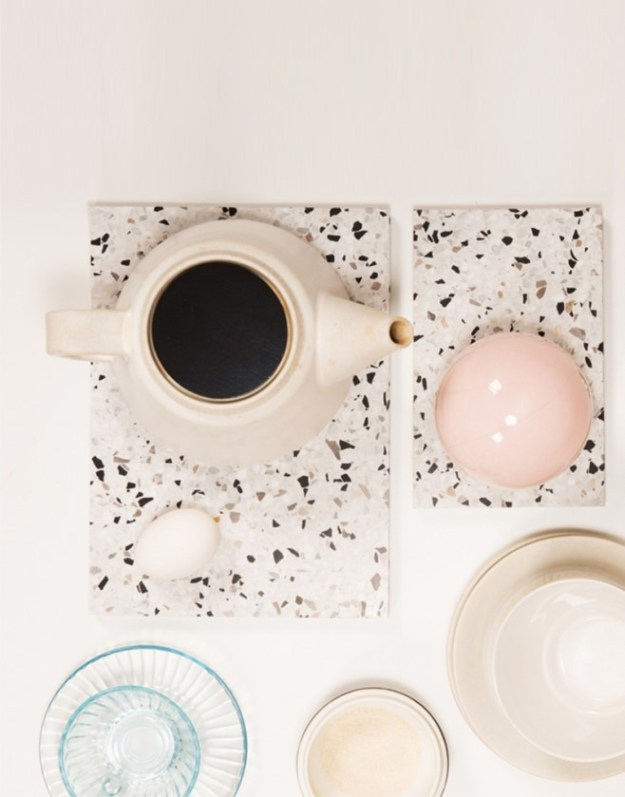 It's all about the little details. We love these pretty place mats, proving that you don't always have to go big with a design trend. - Image via Design Soda