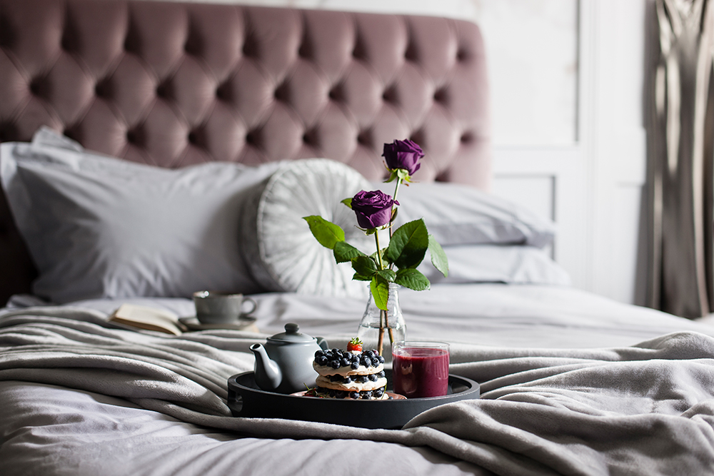 Romantic_Rose-Breakfast-Tray_Mood-Collections.jpg