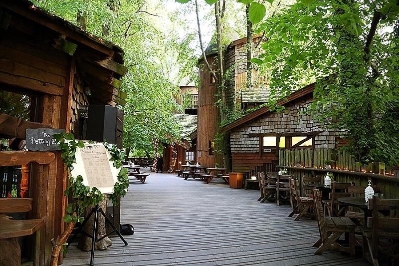 A-Treehouse-Wedding-at-The-Alnwick-Garden-c-Sarah-Thew-Photography-46.jpg