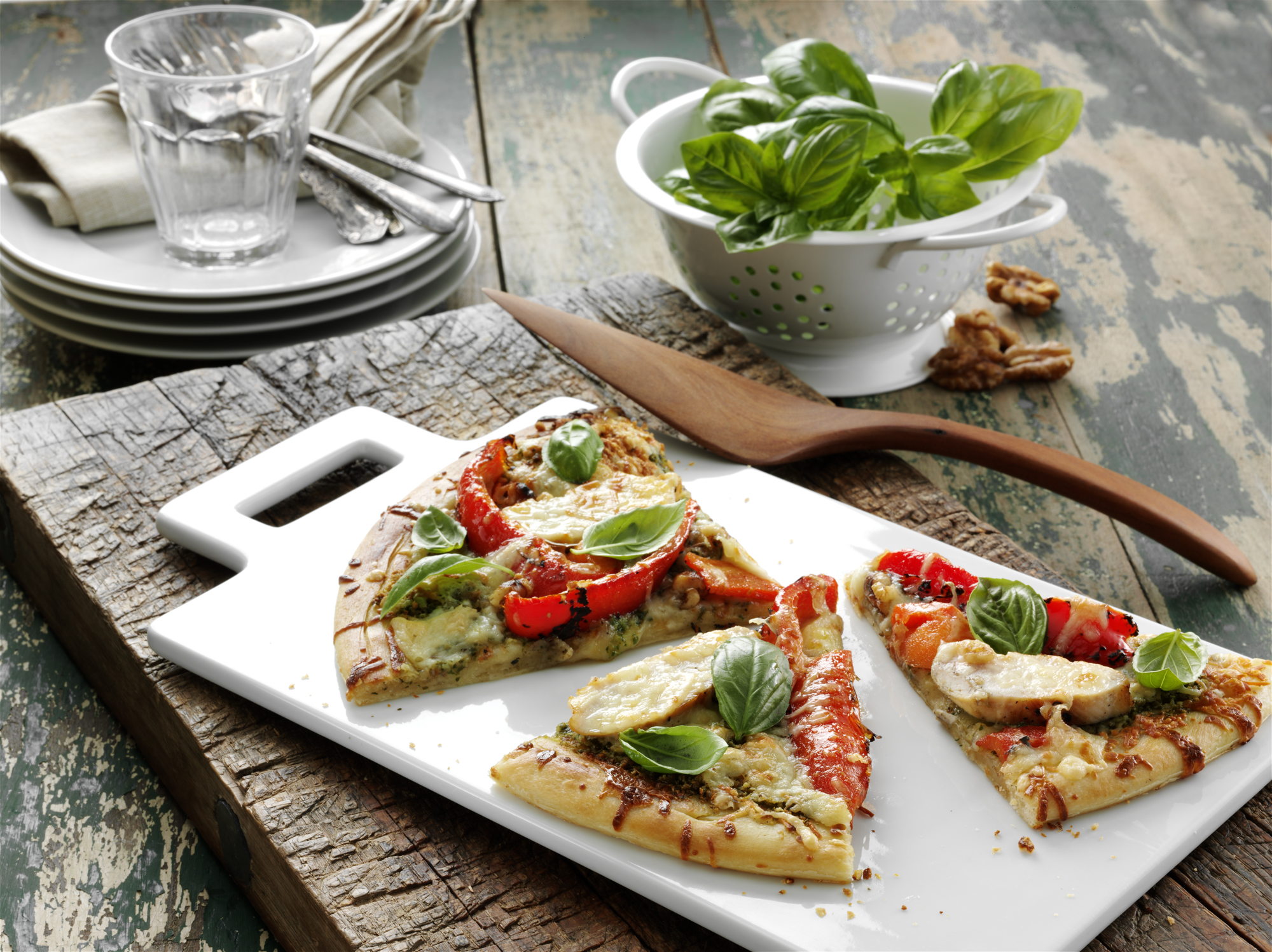chicken pesto pizza walnuts.jpg