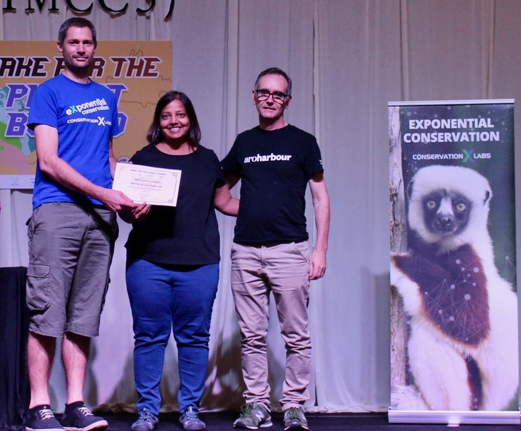 Team Seacology receiving award.