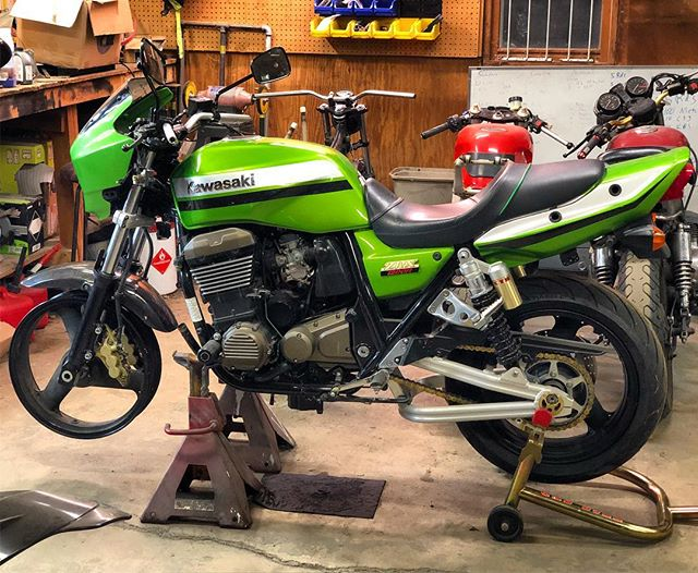 The monster kawi is coming along.  Replaced triples, forks, wheel and some new bearing.  Exhaust and radiator are on the way.  She will ride again.