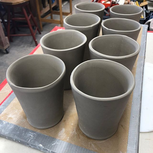 Hand built cups using new template. I think slip casting this form would be a whole lot faster and easier. Live and learn#slabbuild #slabbuild #slabbuiltceramics #slabbuilding #ceramica #ceramika #handmade#handmadecup #clay#pottery#wip#potterylove
