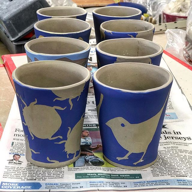 Paper resist and underglaze on greenware#slabbuild #slabbuiltceramics #slabbuilding #handbuild #clay #claylife #ceramica #pottery #functionalpottery #handmadecup #cup#paperresist#pattern#illustratedceramucs #printonclay#underglaze #howiamaco #velvetunderglaze