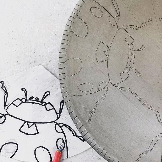 Mishima detail of a large plate#mishima #pottery #potteryofinstagram #ceramica #clay#illustratedpottery #contemporaryceramics #handbuilt #slabbuilt instaceramics #instapottery #ladybug#inspiredbynature#process#claylife #ceramicart