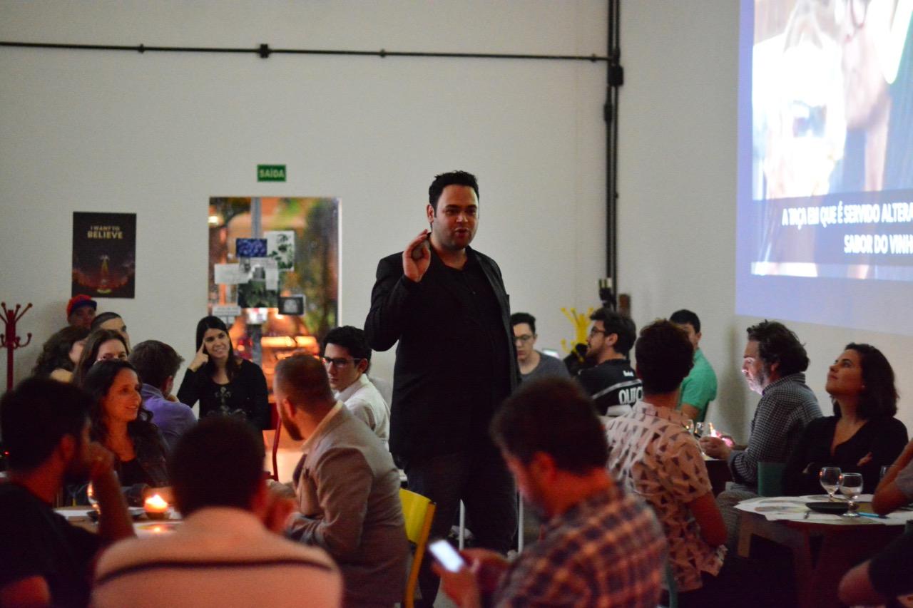 Diego Rhoger,  fundador e CEO da Academia Gastronômica e GastroBox, em um de seus workshops.