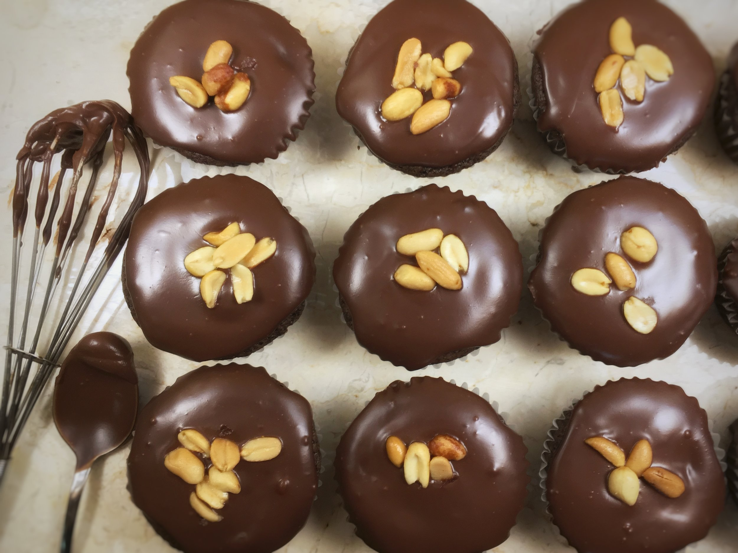 PEANUT BUTTER-FILLED CHOCOLATE CUPCAKES . Dairy-free.