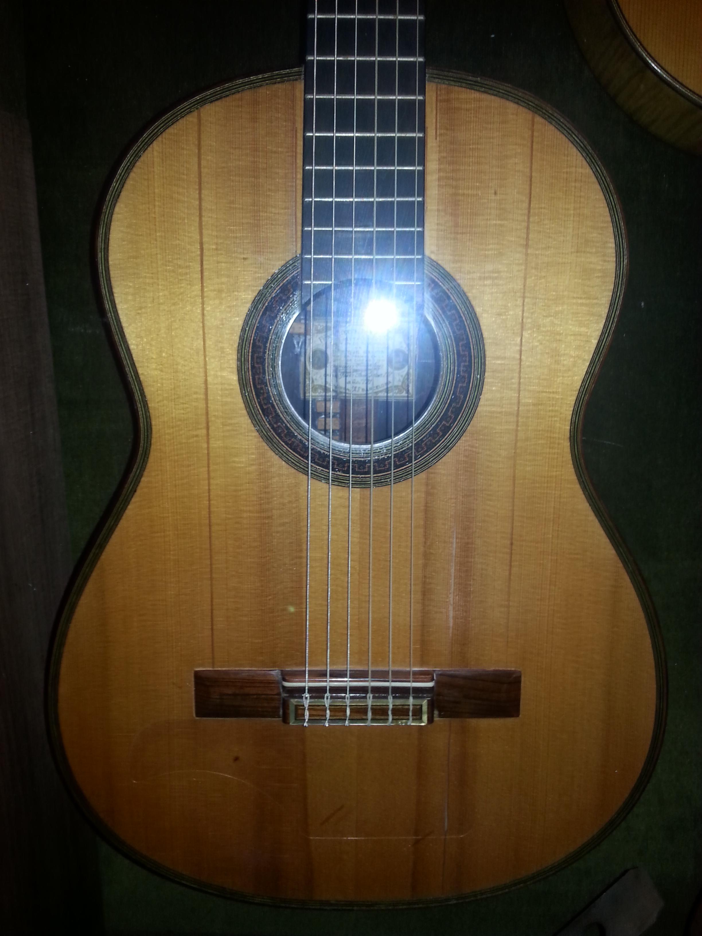 """The  """"Francisco Simplicio""""  guitar."""