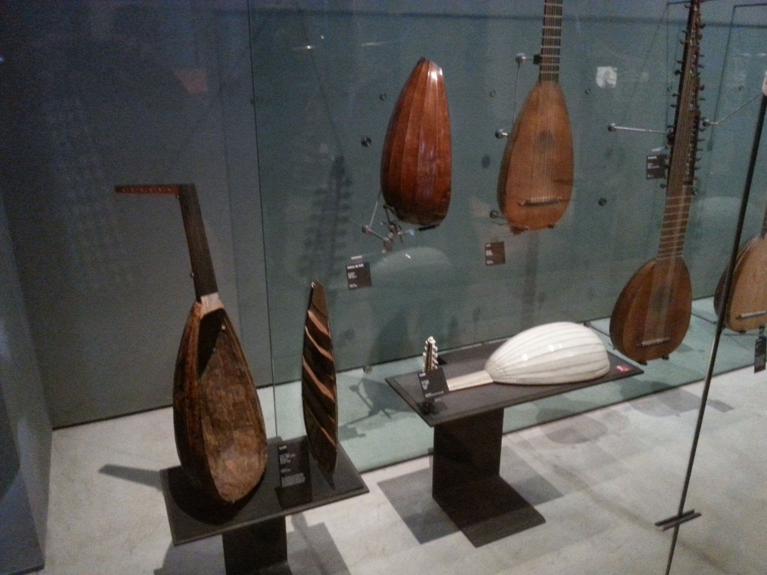 Many intresting lutes! The white one has a body made of Ivory!