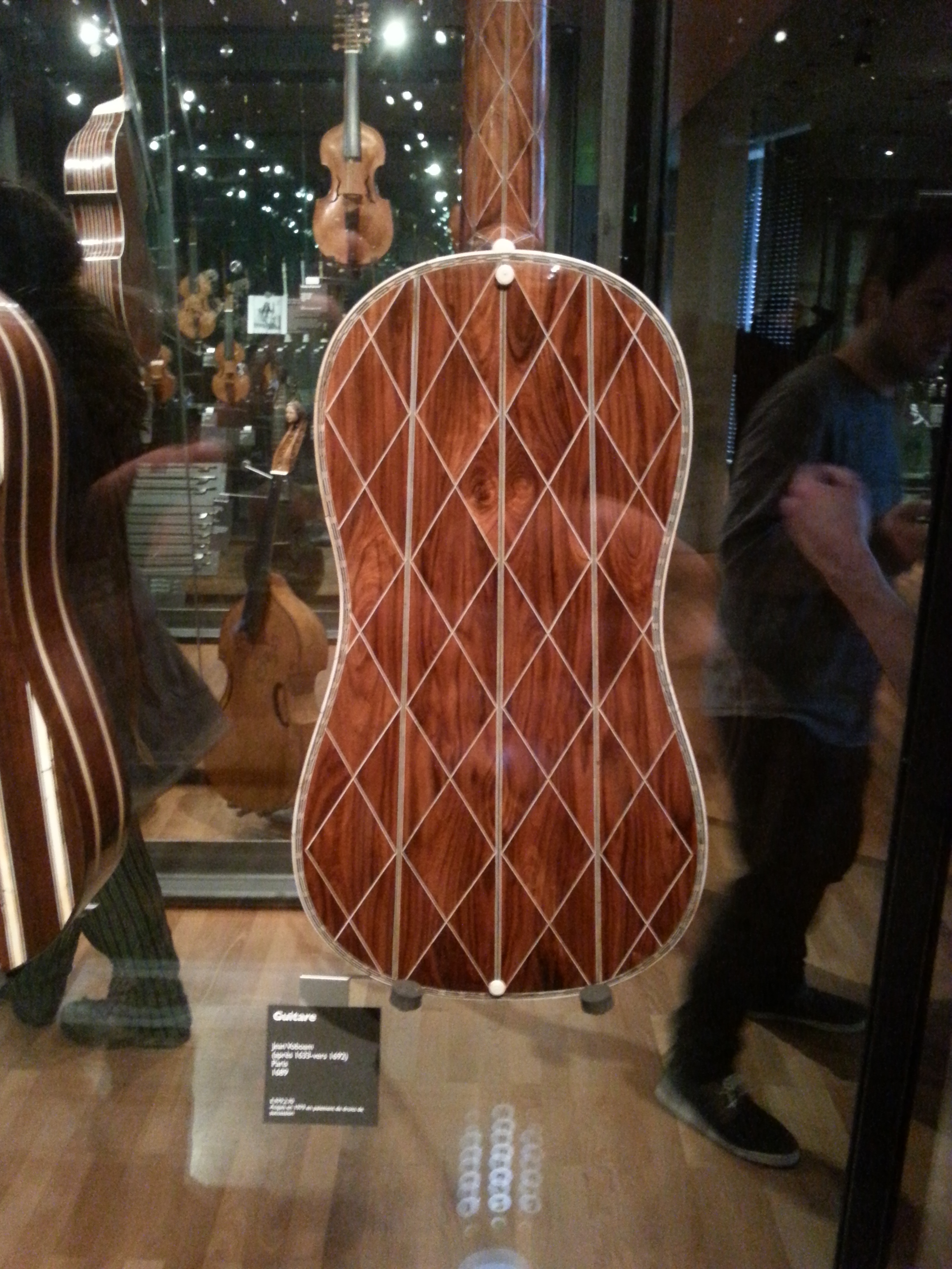 Very cool Baroque guitar made by one of the Luthier from the famous VoBoam family!